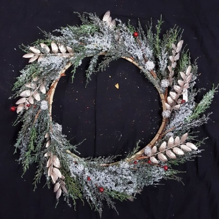 60cm Green Leaf with Gold Sprig Christmas Wreath